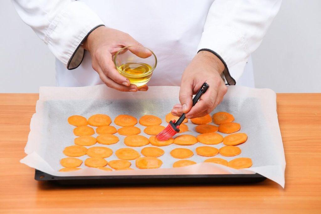 чипсы из моркови в микроволновке