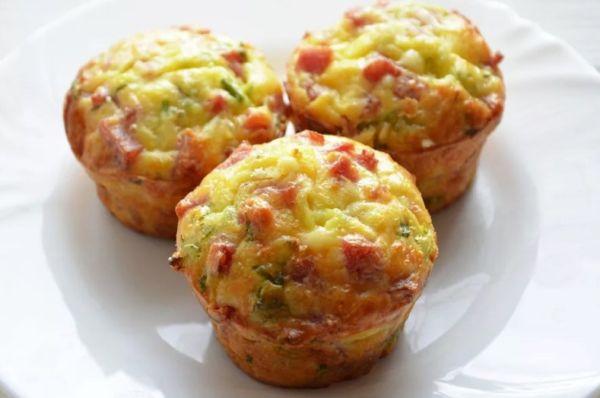 Творожно-яичные кексы с ветчиной и сыром Чеддер