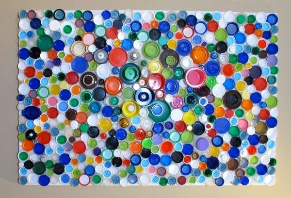 Разделочная доска из крышек от пластиковых бутылок