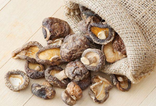 Сушеные грибы в мешке