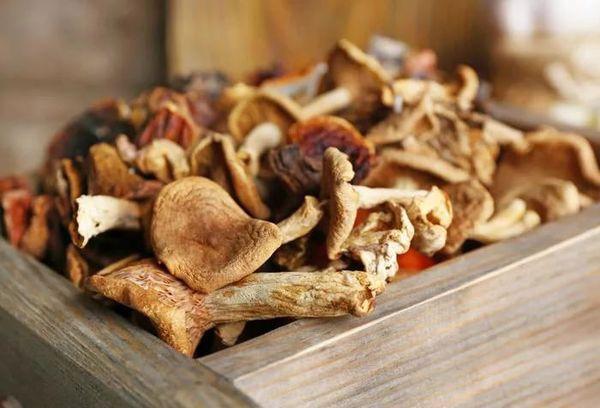 Хранение грибов в ящике