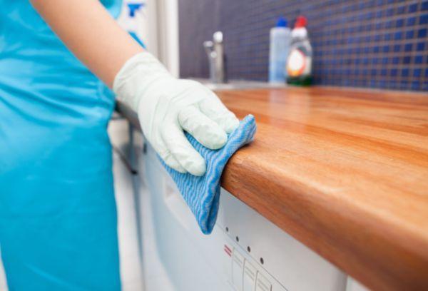 Отмыть кухонную жирную мебель из дерева