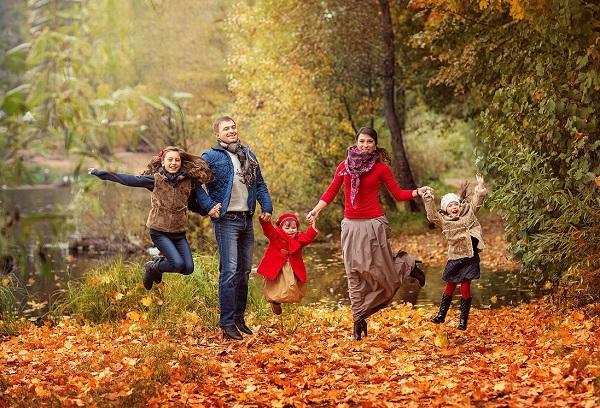 Отдых с семьей осенью