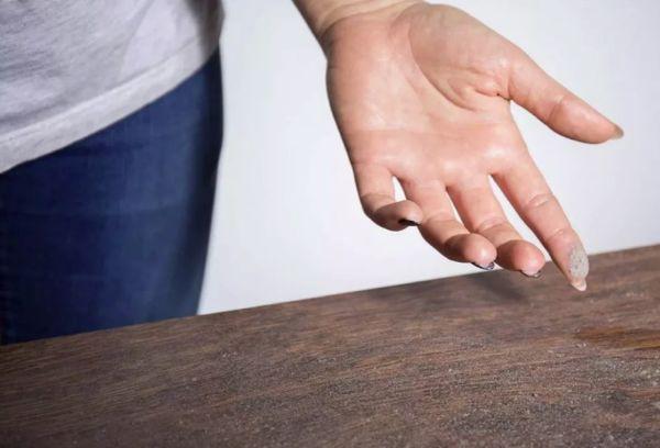 пыль на мебели