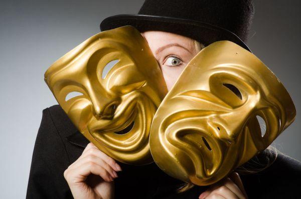Актер с масками