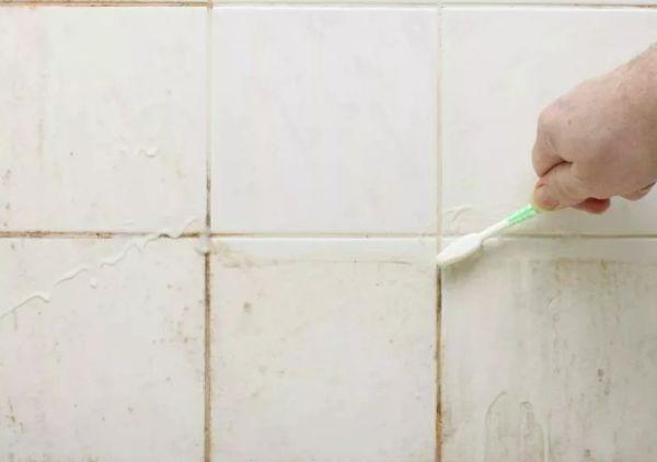 Чистка кафеля зубной щеткой