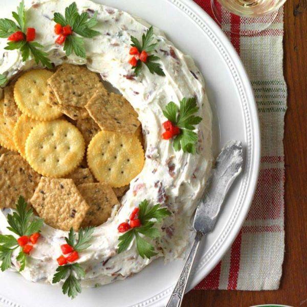 Рождественский венок как новогодняя закуска