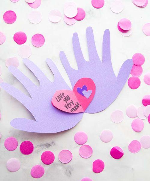 Руки, держащие сердце