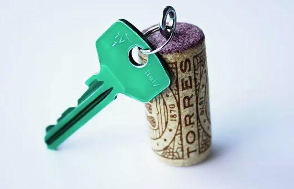 Ключи с винной пробкой