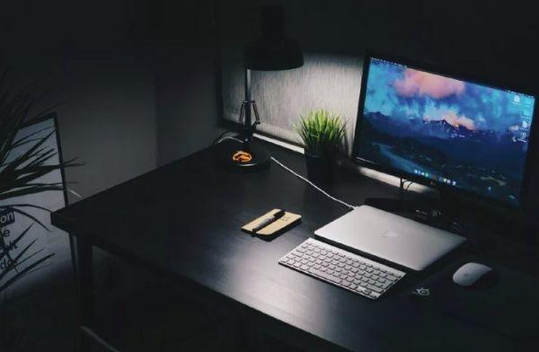 Фон комнаты с компьютером