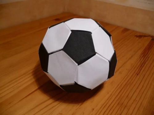 Мяч из бумаги