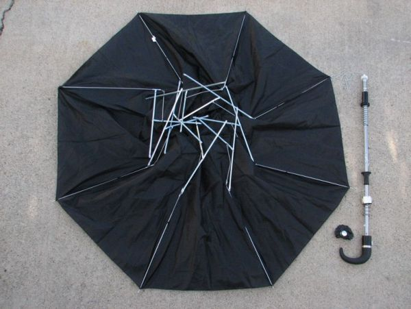 Старый черный зонт