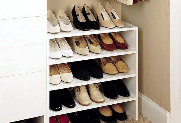 Компактное хранение обуви в прихожей