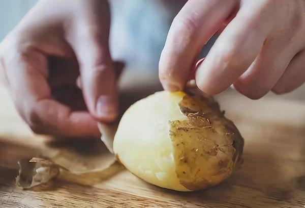 Чистка отварной картошки
