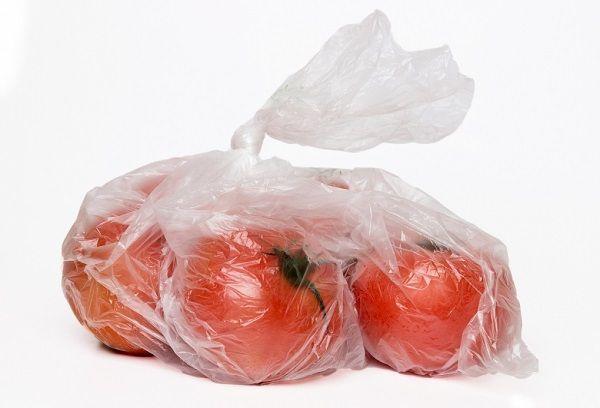 Пакет с помидорами