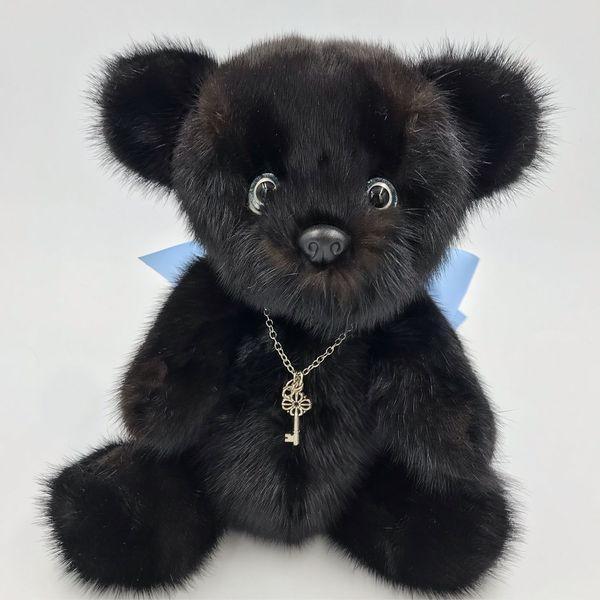 Пушистый медведь из черного меха