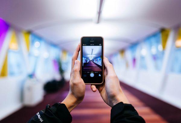 Обнаружить скрытые камеры смартфоном