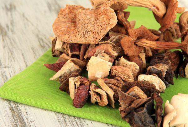 Разные грибы сушеные