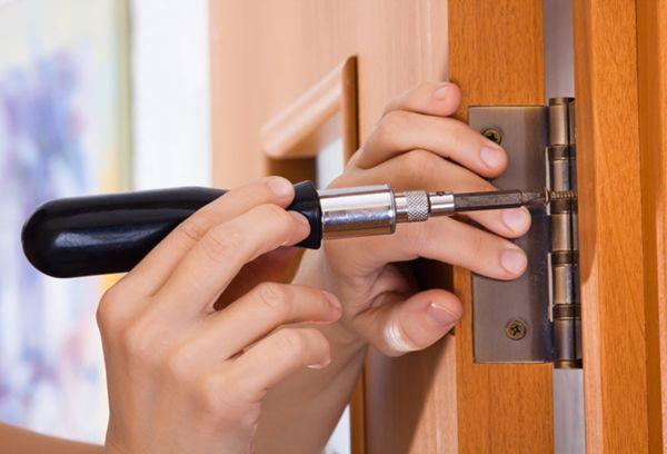 Снятие петель с дверей